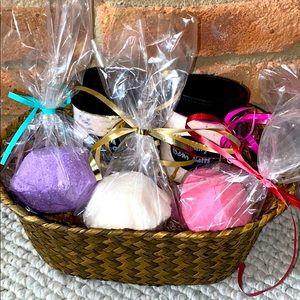🎉HP🎉Bombs and salts ultimate custom gift basket